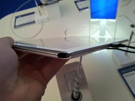 Samsung Galaxy Note 10.1 har en inbyggd hållare för dess S-Pen
